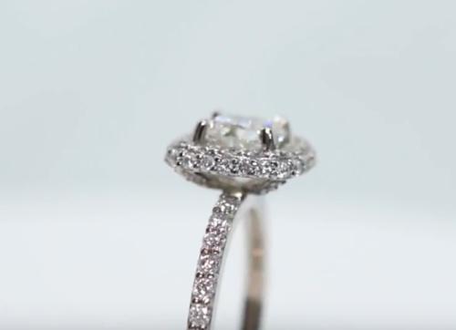 halo engagement ring diamonds