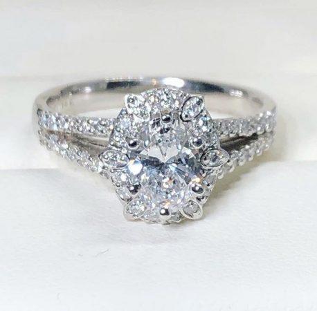 winnipeg oval diamond engagement